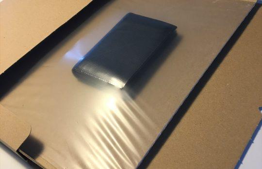 中のモノを固定できる伸縮フィルム